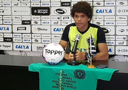 2e8e02c1d919c Camilo coletiva Botafogo camisa Chapecoense (Foto  Marcelo Baltar)