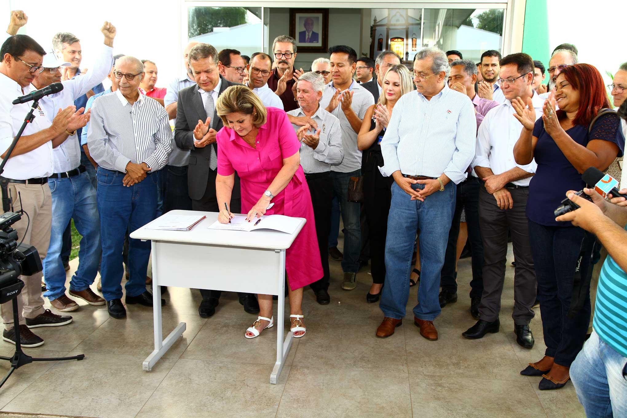6e6566e2f A Caixa Econômica Federal e a Prefeitura de Várzea Grande assinaram a  liberação de empréstimo no valor de R  80 milhões